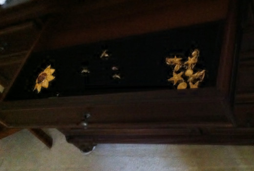 Dresser with jewelry tray