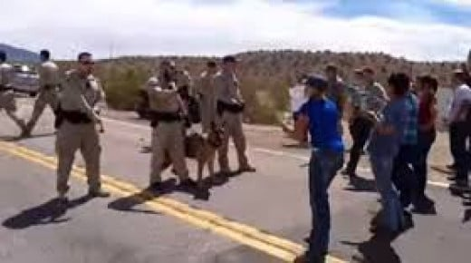 """BLM agents try to intimidate peaceful protestors into """"free speech zone"""" set-up to keep witnesses away from Bundy Ranch confrontation."""