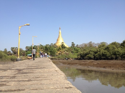 The shortest access to the meditation center is by a ferry, since it is located near water.