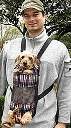 Paulana is a long-haired Dachshund, getting up in years, who is also blind. Rather than leave her home on family walks, her owners got a Pooch Pack (Size Long) so she could come along!