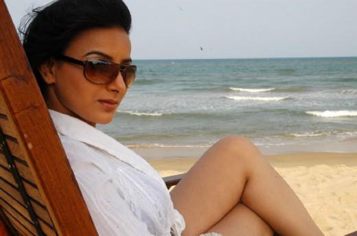 Pooja Gandhi sexy thighs