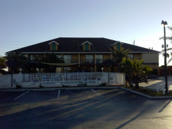 Ocean Sands Beach Inn - Private Beach!