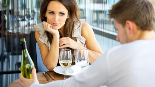 What a woman should do on a first date