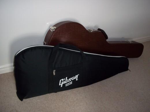 Gibson gigbag Vs Hofner Hardcase
