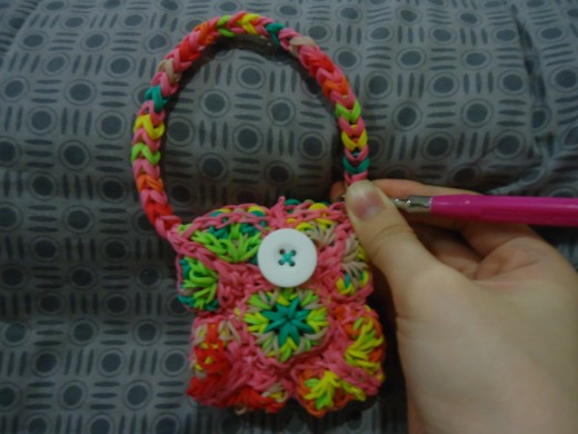 You can choose to attach it to the opposite side to form a handbag instead of a wristlet. I tried using a different method for the button closure in the photo, so it looks a bit different from the finished project.