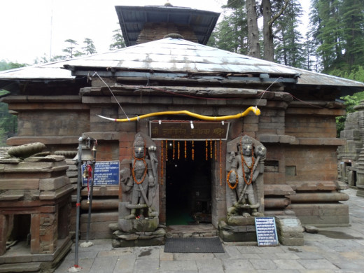 Nageswar temple, Jageswar 3; the two Dwarapala-s & the snake above the door is visible clearly