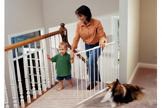 With no bottom rail trip hazard and easy one handed operation, the Safeway Gate from KidCo is a popular choice, especially for the top of the stairs.