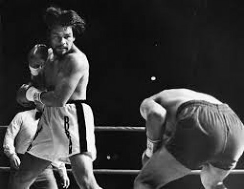 Roberto Duran beat Pipino Cuevas from pillar to post before knocking him out in the fourth.