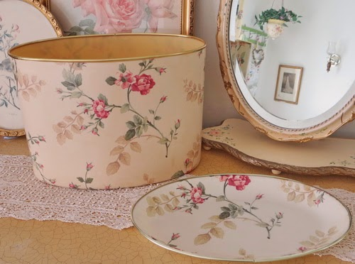 Matching floral tray and bin