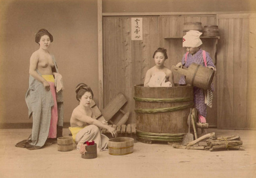 Bathing in Japanese homes (by Kusakabe Kimbei)