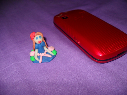 Comparing figurine size to phone