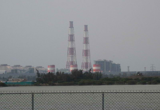An example of a coal-fired power plant in Kaohsiung, Taiwan (image with CC BY-SA 3.0)