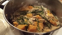 Cooked squash with long beans, in coconut milk.