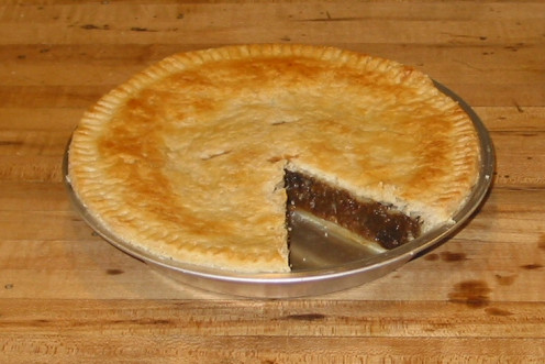 Savory mince pie with short crust pastry. The mincemeat contains apples, beef, sugar, raisins, suet, molasses, vinegar and spices.