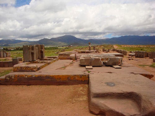The complex of Puma Punku contains blocks of stone of hundred tons.