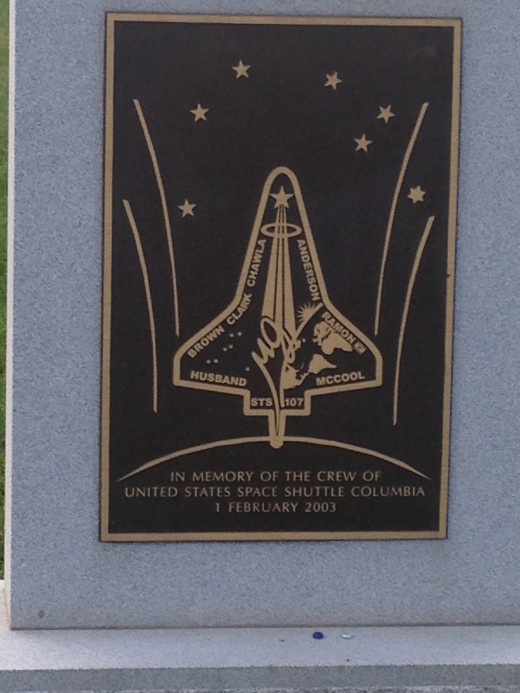 GRAVESITE MEMORIALIZING THE CREW OF THE SPACE SHUTTLE CHALLENGER WHO DIED ON THE LAUCHPAD IN