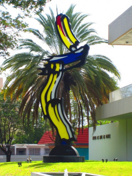 A Roy Lichtenstein piece in front of the Ponce Museum of Art.
