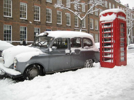 London black cab and phone box in the snow, Bedford Row, WC1, taken by me in Feb. 2009