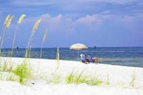 Gulf Shores, Alabama has beautiful beaches and an endless ocean.
