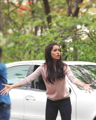 During the promotions of 'Ek Villain', Shraddha had quite a few run ins with photographers in Mumbai due to her refusal to pose for pictures. So now the paps have refused to click her pictures.@BiscootShowtym.