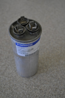 Old run capacitor I extracted from my A/C