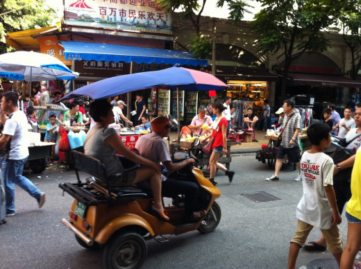 Heart stopping rollar-coaster ride in crowded Chinese wholesale market
