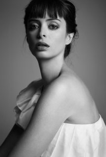Krysten Ritter as Suze