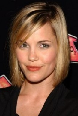 Leslie Bibb as Alicia Billington
