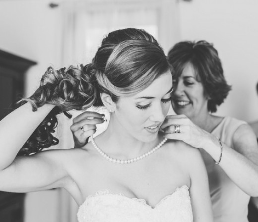 Mother passes on heirloom necklace for daughter's wedding