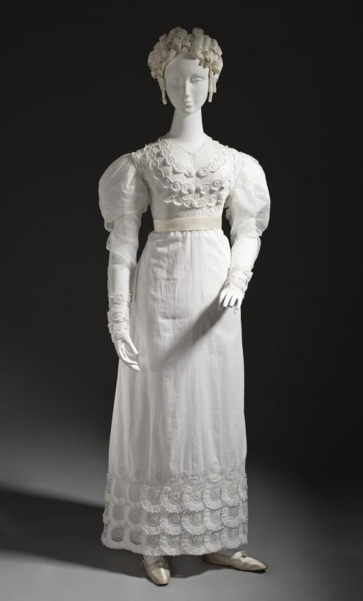 Linen dress circa 1815 - 1820