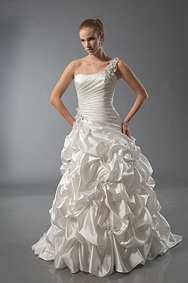 Alfred Sung Romantic wedding dresses