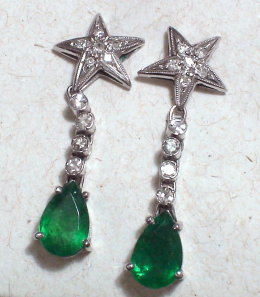 Earrings with natural emerald, diamond and white gold