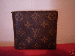 Louis Vuitton quality the best men's wallet. Are there any that have a clip on the back but the top folds over...