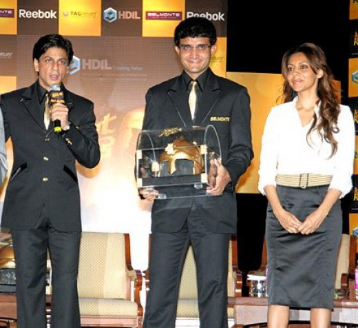 Sourav Ganguly with Shahrukh Khan and his wife Gauri Khan during the unveiling of the mascot for Indian Knight riders  year 2008