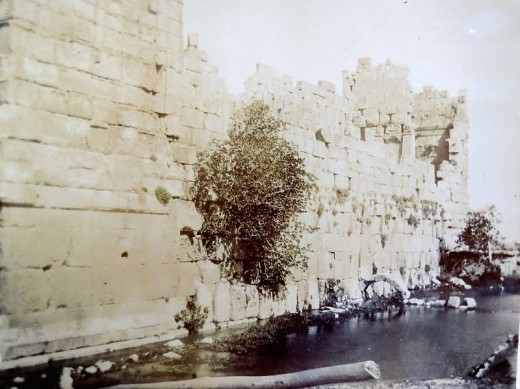 a stonewall at Baalbek, photo from the 1890s