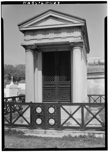 Duplantier Family Tomb. A tomb similar to where Paul thinks Cardiff's body migh be.