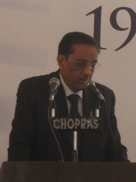 Basant Mehta, Chairman, GJEPC addressing Gems and Jewelry show, Jaipur 2009