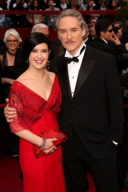 Celebrity couples 39 age differences surprising celebrity for Phoebe cates still married kevin kline