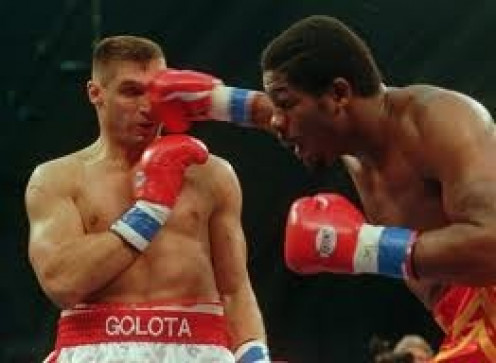Riddick Bowe LANs a huge right hand to the head of Andrew Golota. The fight had lots of back and forth action and also it was a foulfest.