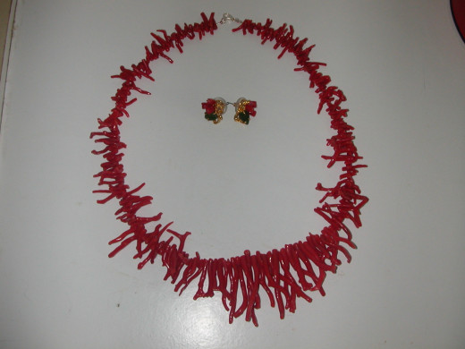 A beaded fancy necklace of red coral