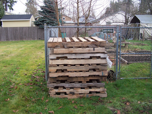 Use wooden pallets to make an inexpensive compost bin