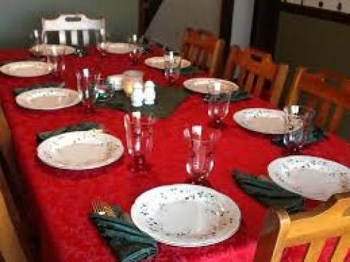 Set a nice dinner table for the Holidays and have a meal to remember with your family.