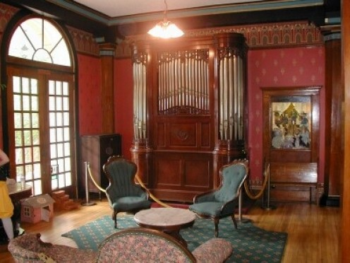 Ghosts are thought to inhibit the Crescent Hotel in Eureka Springs, Arkansas.
