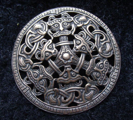 Dished brooch in the Oseberg style