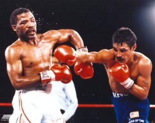 Aaron Pryor, left, took some bombs before finally ended matters by on kong out The Explosive Thin Man in the 10th heat.