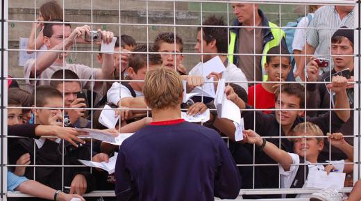 Jonny Wilkinson signing autographys September, 2007