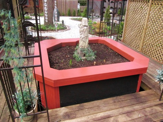 Hot tub planter...finished. Photo by timorous