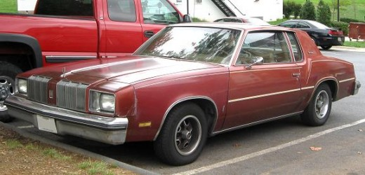The Olds Cutlass which i bought from my aunt and uncle was similar to this one, but it was in much better shape.