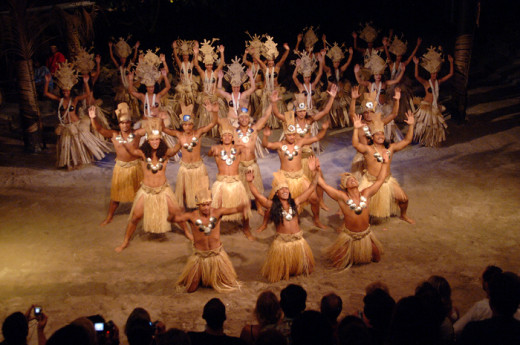 On specific days of the week, spectacular Polynesian dance show of traditional dance and song accompanied by the local music show is organized.