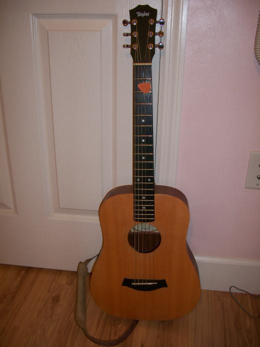 A nice sounding little guitar.